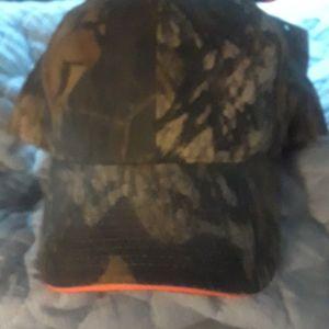 Camo hat w,orange on brim unisex